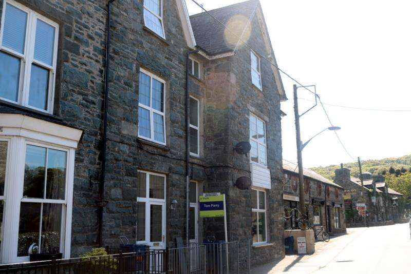 2 Bedrooms House for sale in Llanbedr