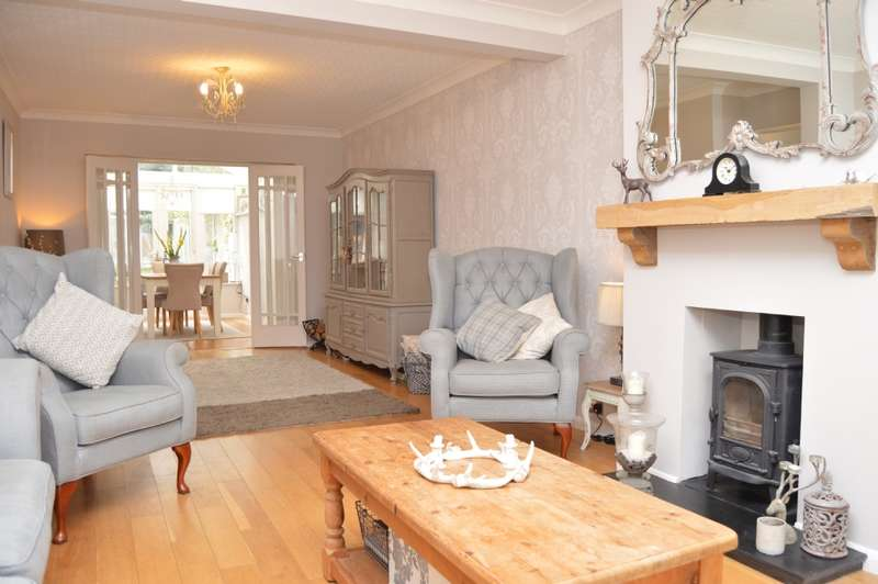 4 Bedrooms Semi Detached House for sale in Gubbins Lane, Harold Wood
