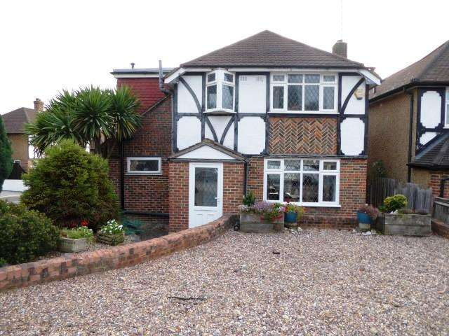 4 Bedrooms Detached House for sale in Tudor Close, Chessington KT9