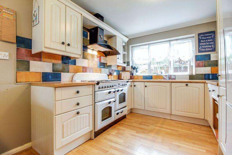 3 Bedrooms Semi Detached House for sale in Green End Road, St. Neots