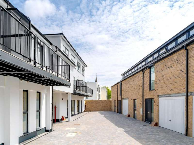 2 Bedrooms End Of Terrace House for sale in Carriage Court