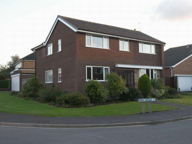 4 Bedrooms Detached House for sale in Ribby Avenue Wrea Green Preston