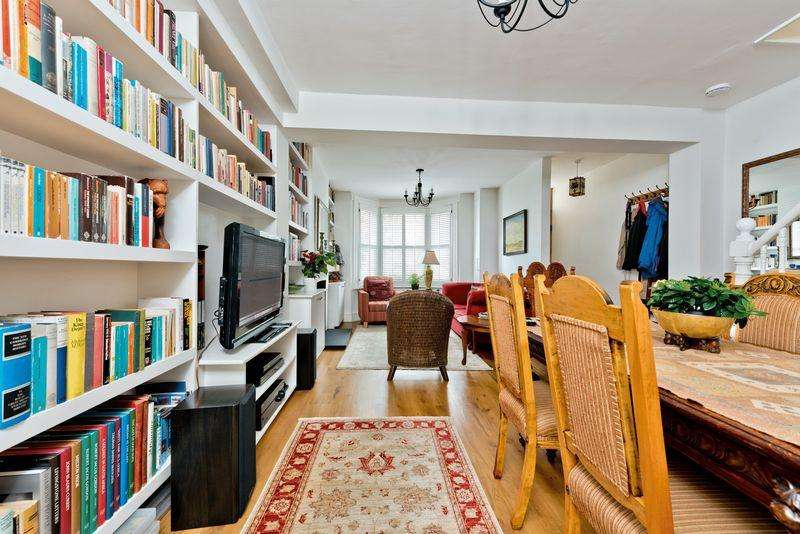 3 Bedrooms Terraced House for sale in Hardy Road, London