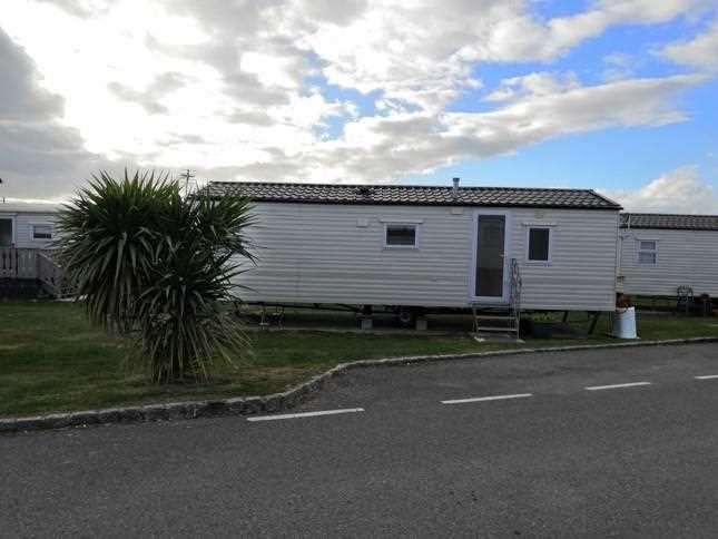 2 Bedrooms Caravan Mobile Home