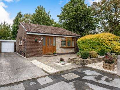 2 Bedrooms Bungalow for sale in Old Road, Dukinfield, Greater Manchester