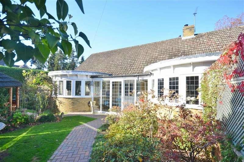 3 Bedrooms Detached Bungalow for sale in Swingate Road, Farnham
