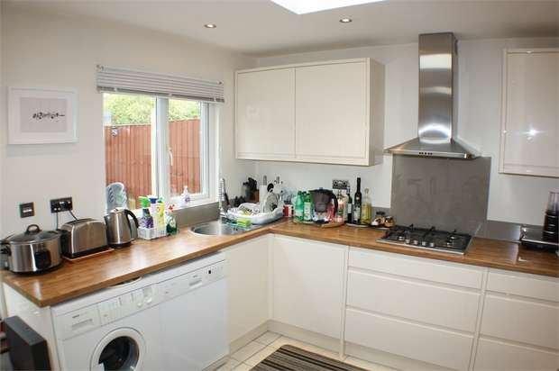 3 Bedrooms Terraced House for sale in Montrose Avenue, Edgware, Middlesex