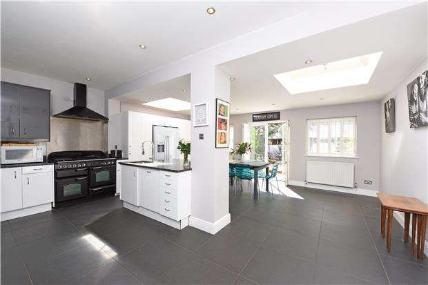 4 Bedrooms Terraced House for sale in Trentham Street, LONDON, SW18 5AR