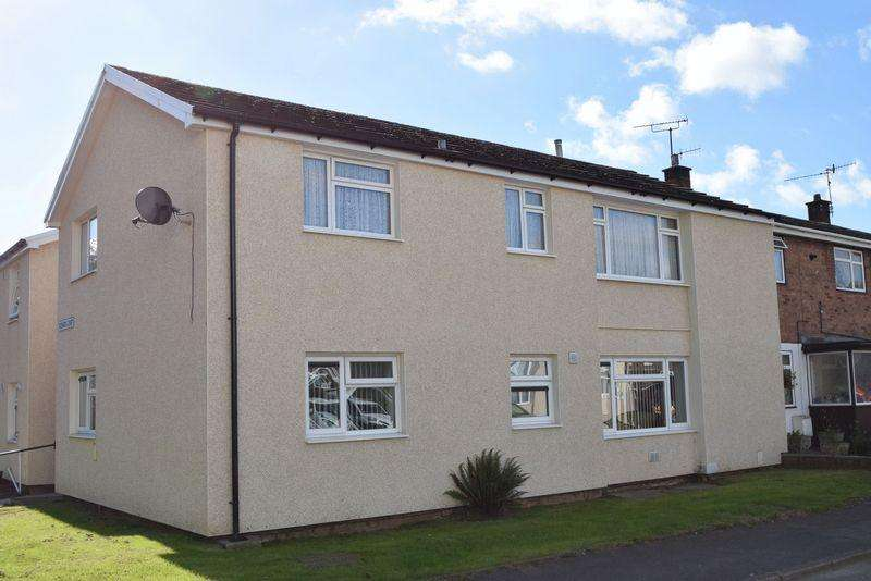 2 Bedrooms Flat for sale in Redwick Court, Cwmbran