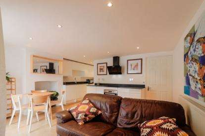 2 Bedrooms Flat for sale in Dean Lane, Bedminster, Bristol