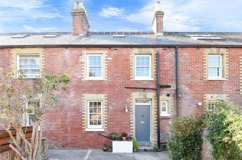3 Bedrooms House for sale in Coastguard Cottages, Langstone Road, Havant, PO9