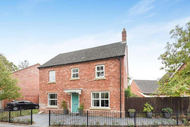 3 Bedrooms Detached House for sale in Bilberry Gardens, Mortimer, RG7