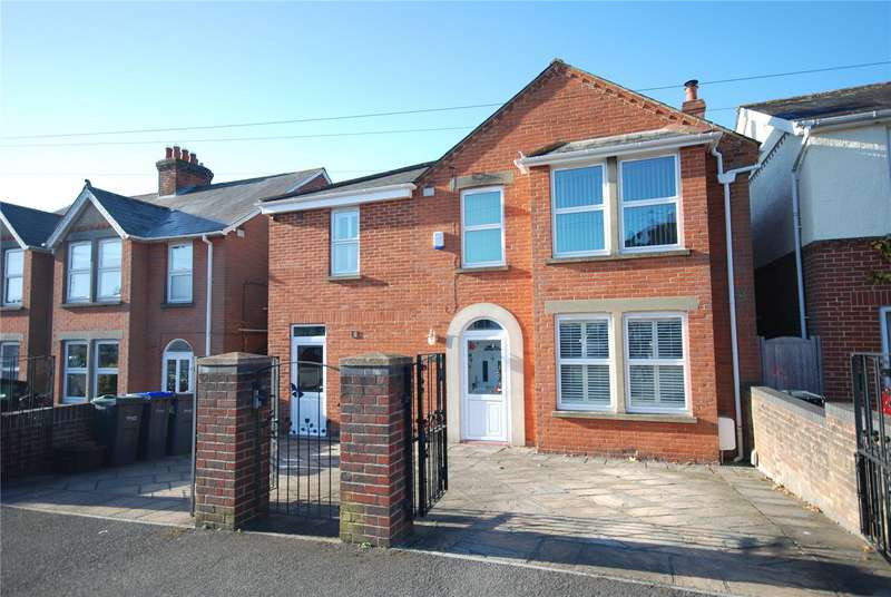 4 Bedrooms Detached House for sale in Coronation Road, Salisbury, Wiltshire, SP2