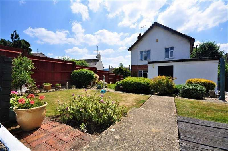 3 Bedrooms Detached House for sale in Bath Road, Stonehouse