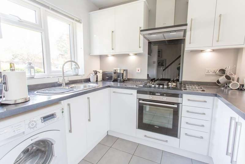 2 Bedrooms Terraced House for sale in Porchester, South Ascot, Berkshire, SL5 9DY