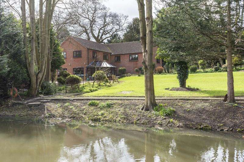 5 Bedrooms Detached House for sale in Newmarket Road, Cringleford, Norwich