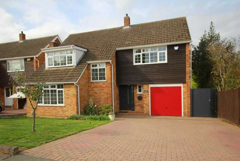 4 Bedrooms Detached House for sale in SUPERBLY PRESENTED 4 DOUBLE BED DETACHED in LEVERSTOCK GREEN.