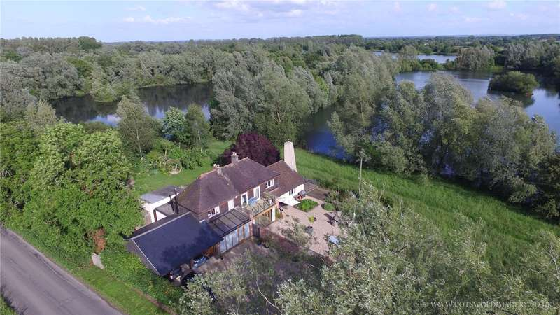 4 Bedrooms Detached House for sale in Oaksey, Malmesbury, Wiltshire, SN16