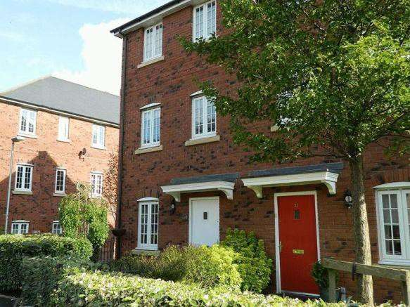 4 Bedrooms Semi Detached House for sale in Irwell Place, Manchester, M26