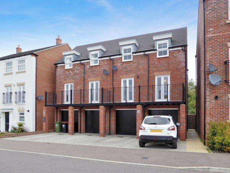 3 Bedrooms Semi Detached House for sale in Limestone Grove, Dunstable
