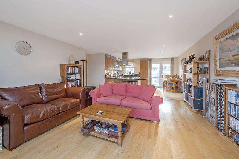 2 Bedrooms Apartment Flat for sale in Attractive Two Bedroom Apartment with River Views