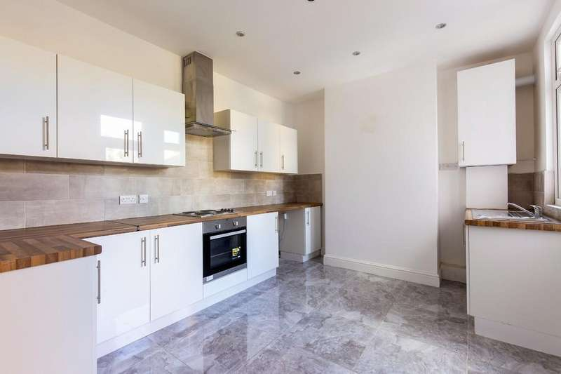 3 Bedrooms Terraced House for sale in Woodcote Road, Wanstead