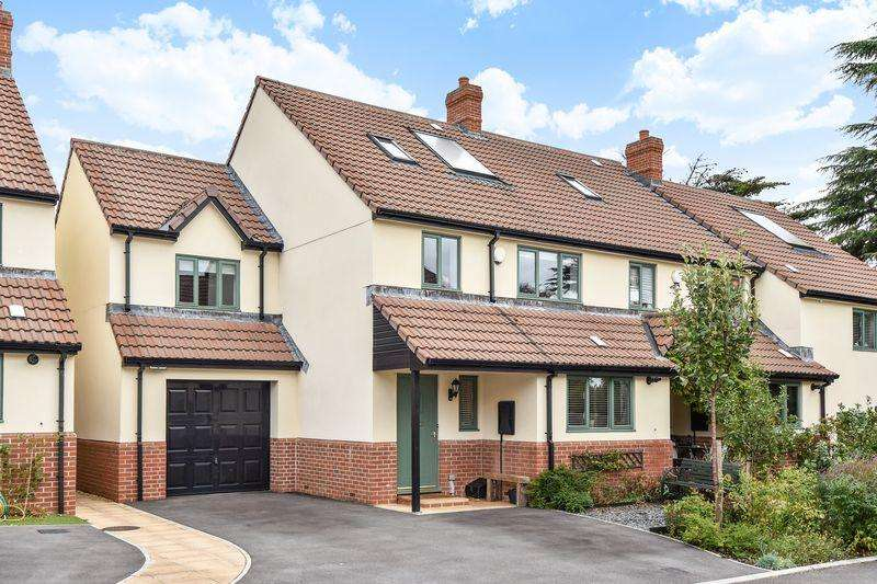 5 Bedrooms Semi Detached House for sale in Mayflower Close, Bristol