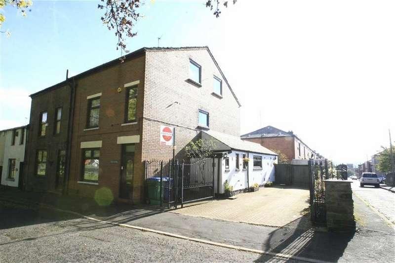 4 Bedrooms End Of Terrace House for sale in 30, Cronkeyshaw Road, Rochdale, OL12