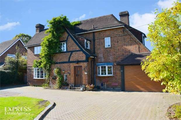 5 Bedrooms Detached House for sale in Rusper Road, Crawley, West Sussex