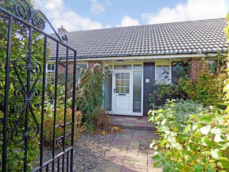 3 Bedrooms Bungalow for sale in Elmcroft Road, Forest Hall, Newcastle upon Tyne, Tyne and Wear, NE12 9LJ