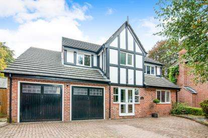 5 Bedrooms Detached House for sale in Kershaw Grove, Macclesfield, Cheshire