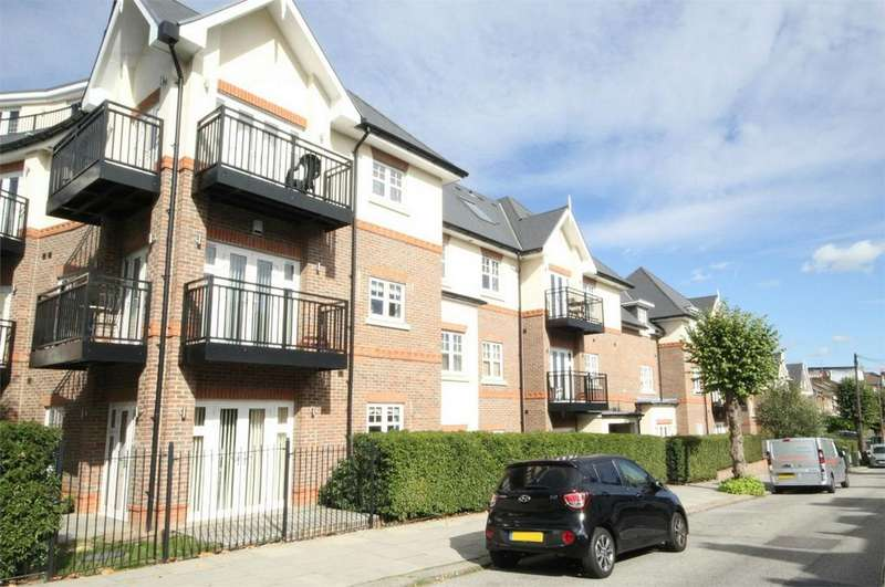 1 Bedroom Flat for sale in Chelmsford Road, London