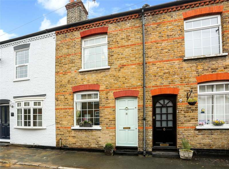 2 Bedrooms Terraced House for sale in Rays Avenue, Windsor, Berkshire, SL4