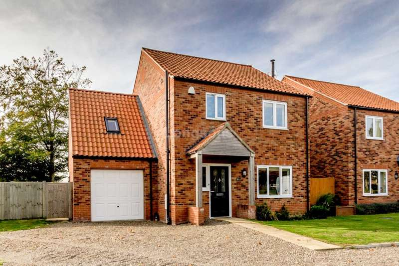 4 Bedrooms Detached House for sale in Liberator View, North Pickenham