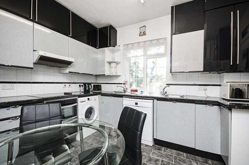 4 Bedrooms Flat for sale in Danescroft, Hendon, NW4