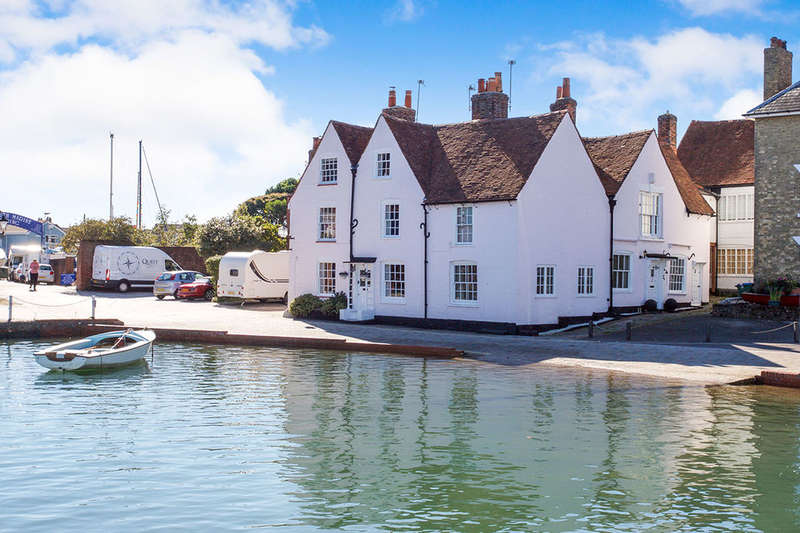 2 Bedrooms Property for sale in Lower Quay, Fareham, PO16