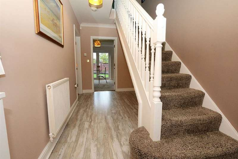 6 Bedrooms Detached House for sale in 85, Ladybank Avenue, Fulwood, Preston, Lancashire, PR2 9LY