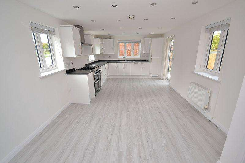 4 Bedrooms Detached House for sale in Corfe Road, Pitstone