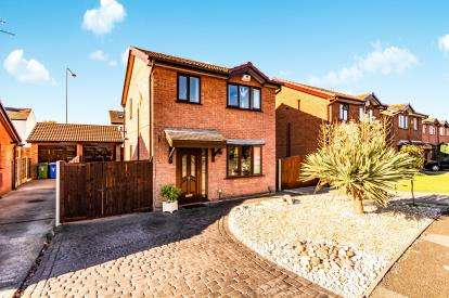 3 Bedrooms Detached House for sale in Kerridge Drive, Bredbury, Stockport, Cheshire