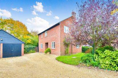 4 Bedrooms Detached House for sale in Annes Grove, Great Linford, Milton Keynes, Bucks