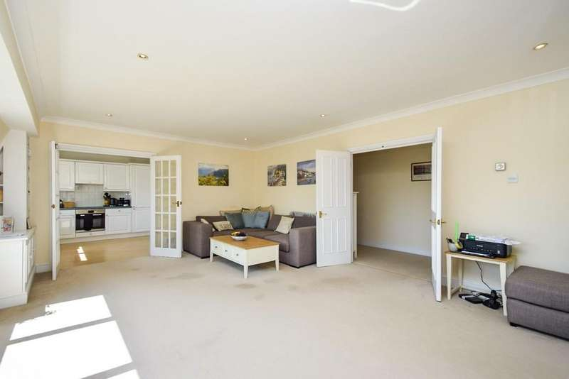 3 Bedrooms Penthouse Flat for sale in Sylvan Court, Holden Road, Woodside Park, N12