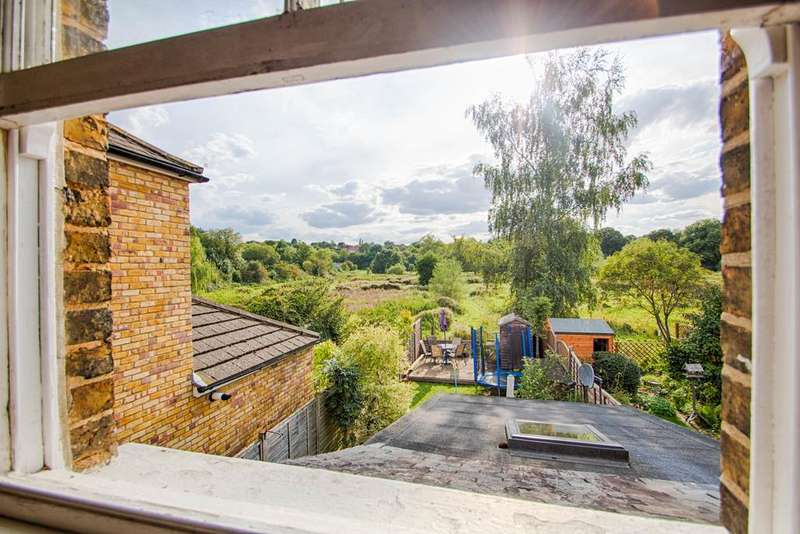 3 Bedrooms Terraced House for sale in Molewood Road, Hertford