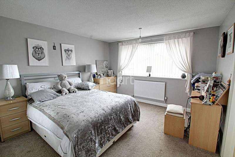 5 Bedrooms Detached House for sale in Hawker Road, Oadby