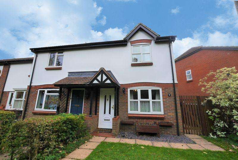 3 Bedrooms End Of Terrace House for sale in Meadow Close, Compton