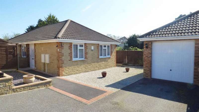 3 Bedrooms Detached Bungalow for sale in Oak Gardens, Wallisdown, Bournemouth