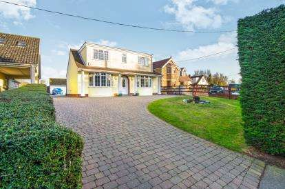 3 Bedrooms Detached House for sale in Panfield, Braintree, Essex