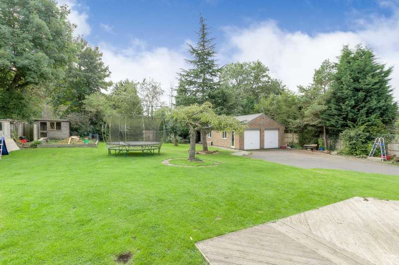5 Bedrooms Detached House for sale in Church Green Road, Bletchley