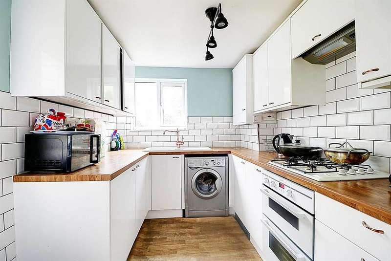 2 Bedrooms Terraced House for sale in Kirkham Street, Plumstead, SE18