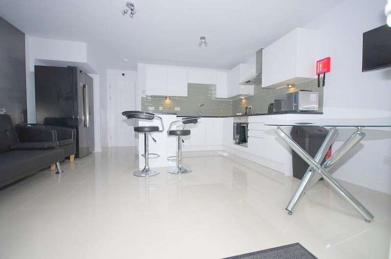 6 Bedrooms Terraced House for sale in Wensleydale, High Town, Luton, LU2 7PN