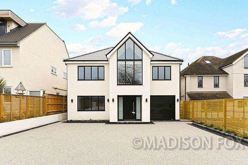 5 Bedrooms Detached House for sale in Nursery Road, Loughton, IG10
